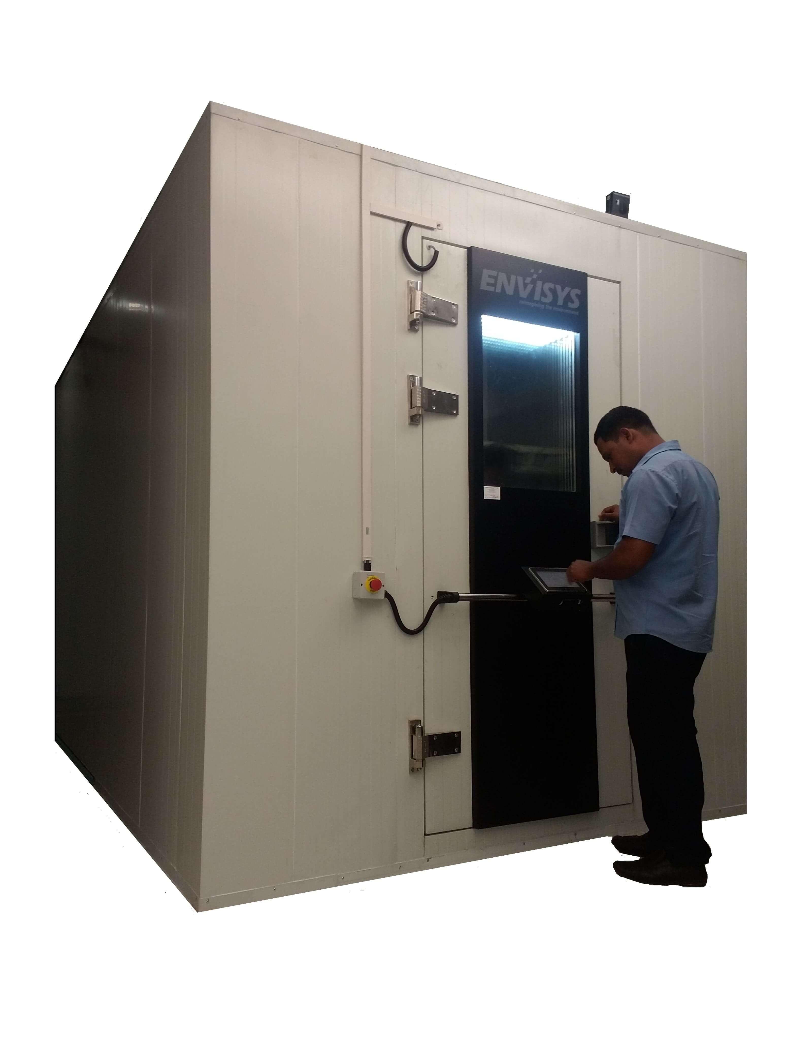 Walk-in with door mounted hmi-min.jpg